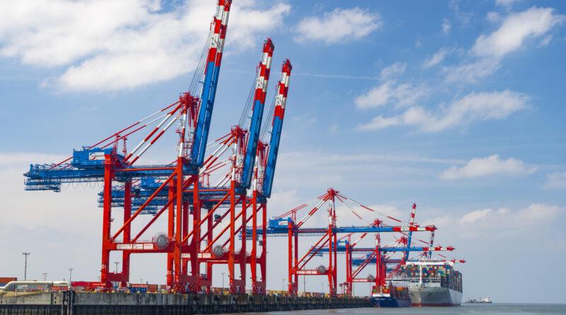 Jade-Weser-Port-Deal: Hapag Lloyd hat nun seinerseits eine Beteiligung von 30 Prozent am Terminal des Jade-Weser-Ports beschlossen.© PICTURE ALLIANCE / ZOONAR | PHILIPP JAKOB SCHUMACHER