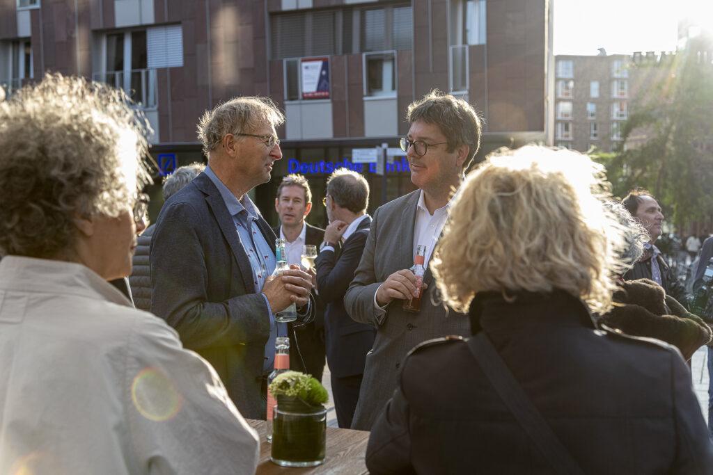 Architektur-Lounge III: Bürgerschaftsabgeordneter Olaf Duge (l.) mit Dirk Hünerbein, Director of Development Germany, Unibail-Rodamco-Westfield.  © Julia Knop | Überseequartier Nord